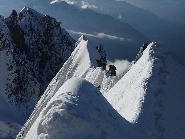 Arête de l'Innominata ( Mont-Blanc)    C'est une grande voie du Mont Blanc et une des plus belles.  Ambiance grandiose et sauvage.