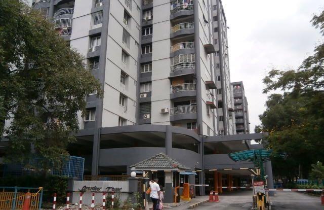 Grandeur Tower - Kejiranan yang harmoni dan tidak padat berdekatan dengan super market, bank , pusat pentadbiran MPAJ , Hospital , masjid, sekolah rendah dan sekolah menegah, pasar malam, kedai makan dan kedai runcit, mini market, kedai perabot, kenderaan dll Lokasi Strategik – 5 minit jalan kaki ke stesyen LRT pandan indah. Akses jalan ke MRR2 atau ke Sg.Besi-Ampang dan mudah untuk ke Kuala Lumpur .  Lokasi Menarik – Di tengah – tengah bandar MPAJ .Segala