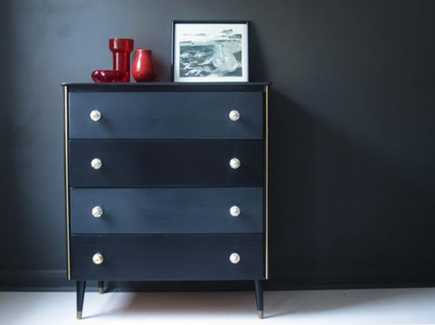Revamp of chest of drawers with Farrow & Ball 'Down Pipe' & 'Pitch Black'
