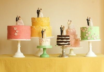 ♥ retro wedding cakes ♥ What a beautiful display and lovely way to display cake toppers borrowed from relatives.
