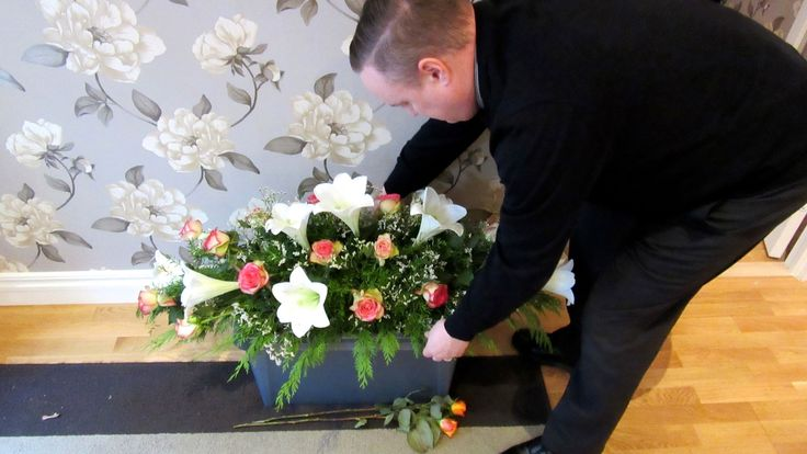 En kvinna hittas avliden i sitt hem i Karlstad. Där hade hon legat död – i två år. Men hon är inte den enda. Vilka är de? Varför är de så ensamma? Och ...