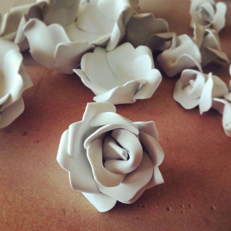 Cómo hacer una rosa de goma eva