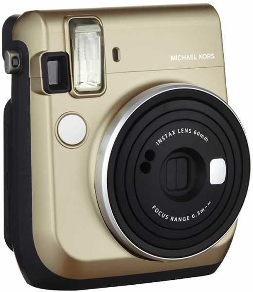 Компания Fujifilm сообщила, что модный дизайнер Майкл Корс (Michael Kors) принял участие в создании специальной версии камеры моментальной печати Instax Mini 70. Отличительными чертами этого устройства, которое будет выпущено ограниченной партией, являются золотистый цвет корпуса, имя дизайнера на передней панели и его подпись — на задней. Камера будет продаваться в комплекте с картриджем. В продаже...