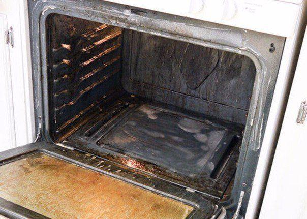 Каждой хозяйке знакома такая проблема: если вы регулярно запекаете что-нибудь в духовом шкафу, он покрывается плотным слоем нагара, который нелегко отчистить. Но есть несложный способ совладать с этой напастью. Берем: четверть стакана жидкости для мытья посуды, четверть стакана пищевой соды и четверть стакана перекиси водорода, 1 ст. л. уксуса, цедру 1 лимона, губку для мытья […]