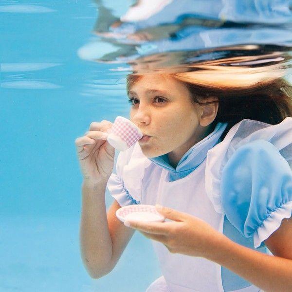 Alice under water