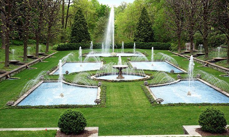 Партерный газон с фонтанами. #газон #партерный #фонтан #lawn