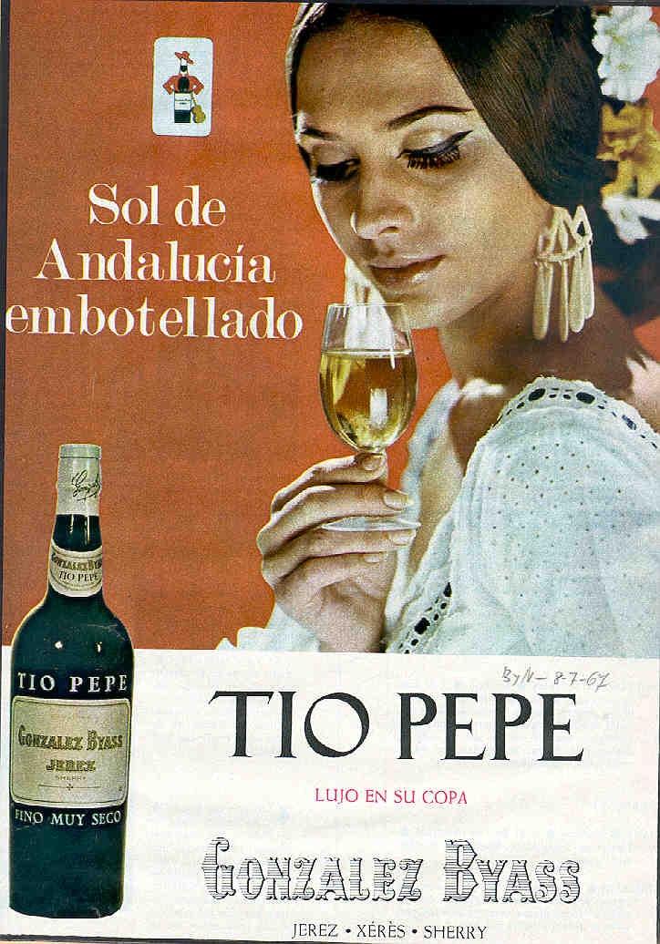 "1967: Tio Pepe de González Byass. ""Sol de Andalucía embotellado"". ""Lujo en su copa"". Mujer con traje blanco. / 1967: González Byass Tio Pepe. ""Andalusian Sun in a bottle."" ""Luxury in your glass."" Woman in a white dress."