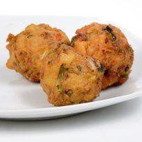 Rava #Pakodas: Creamy batter made of #rava, besan and potatoes, deep fried crisp