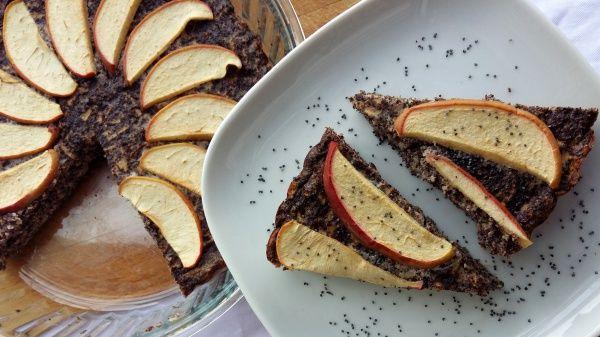 Perfektný koláčik bez múky, plný maku, jabĺk a tvarohu. Tešiť sa môžeš na výbornú chuť a ešte lepšie nutričné hodnoty.