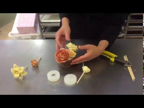 Come fare cestino e composizione di fiori di cioccolato