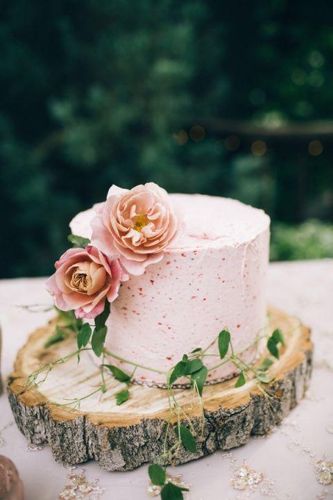 Rustic Woodland Cake with Summer Berry Frosting | Jessica Janae Photography | http://heyweddinglady.com/fresh-summer-wedding-cake-ideas/