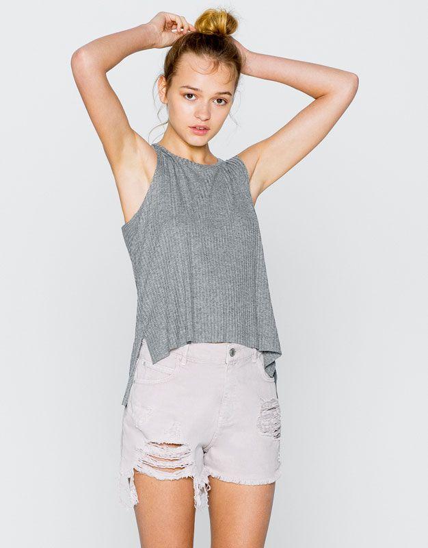 Short en jean effiloché dans le bas - Shorts - Vêtements - Femme - PULL&BEAR France 25.99€