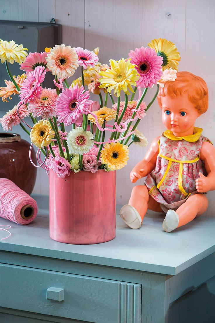 Pink gerbera bouquet in a pink vase #pinkegerberas #whitegerberas #inspiration #colouredbygerbera #dutchgerbera