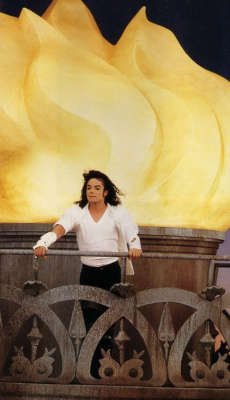 Michael Jackson Black or White | Black-or-White-Set-michael-jackson-7357385-750-1302.jpg