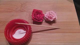 růže z papíru Moje dva pokusy o papírové růže. A myslím, že se povedlo :)