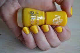 Mijn eerste nagellak  die ik kocht was geel.