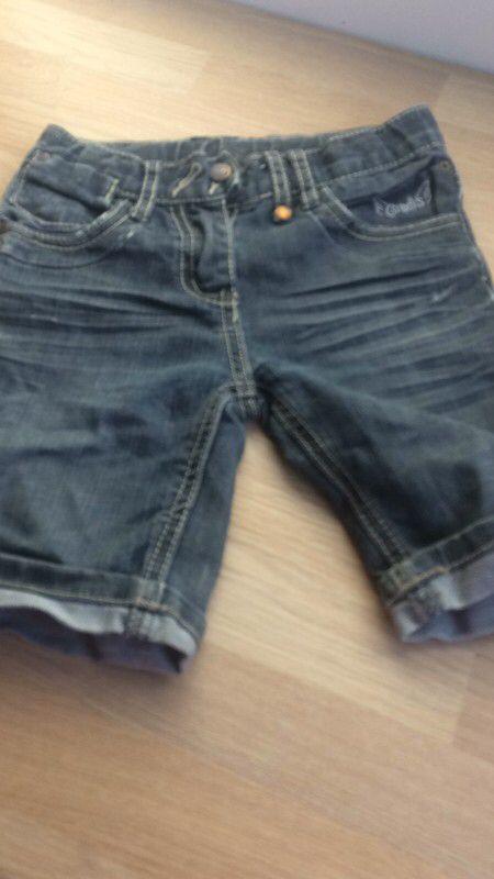 short en jean fille de marque . Taille 6 ans à 2.00 € : http://www.vinted.fr/mode-enfants/shorts-et-pantalons/59503217-short-en-jean-fille.