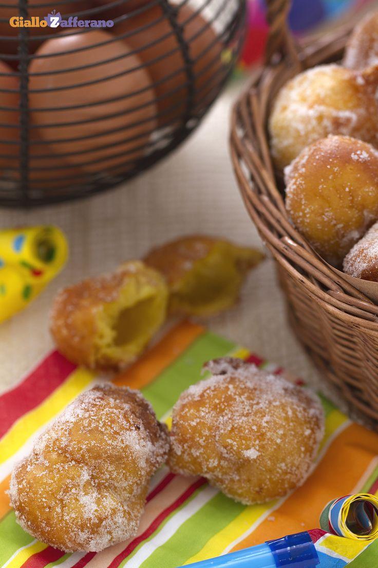 Tortelli di Carnevale: molto famosi in Lombardia e soprattutto a Milano. Ottimi da mangiare caldi caldi appena fatti!