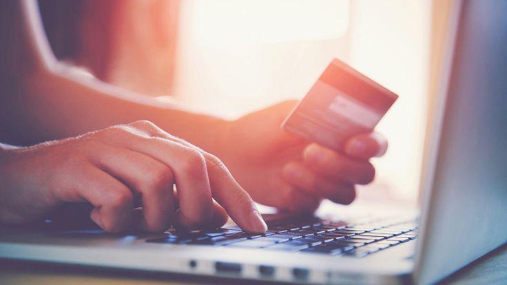 İnternet Alışverişlerinde Dikkat Edilmesi Gerekenler  Günümüzde özellikle bayanların güzellik ürünlerine olan ilgisi, internet üzerinden alışveriş yapma özelliğini artırmaktadır.