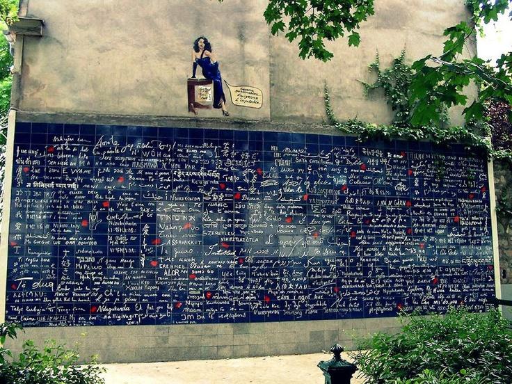 """♥ LE MUR DES JE T'AIME ♥ - bức tường 'tình yêu' tại Pháp ♥    Trên bức tường là 311 câu """"I love you"""" đ ược viết bởi hơn 250 thứ tiếng trên thế giới.    Tình yêu nào thấy được câu """" I love you"""" phiên bản tiếng Việt không ^^?"""