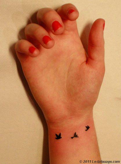 Catégorie  tatouages, animaux Similaire  liberté , oiseaux , poignet réalisé par  creatypik