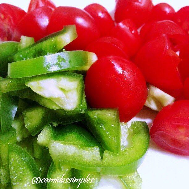 Vou preparar uma carne moída bem delí. #almoço #dehoje #preparativos #tagsforlikes #likes #tomate #tomato #pimentao #verde #green #delicia #delicioso #dica #dicas #comida #minhacasa #myhouse #meular #camidassimples #lol