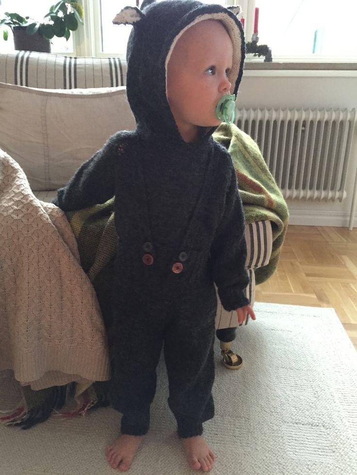 Stickad vargdräkt för litet barn i alpaca ull/silke