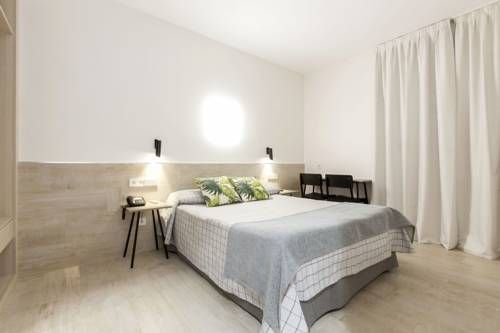 Hostal Castilla II Puerta del Sol Madrid Only 25 metres from Puerta del Sol and Plaza Mayor, this guesthouse offers rooms with flat-screen TVs and free WiFi. The Prado Museum and Madrid's botanic gardens are a 10-minute walk away.