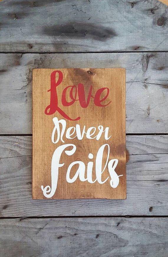 L'amour jamais échoue panneau en bois art mural par CountryPallets