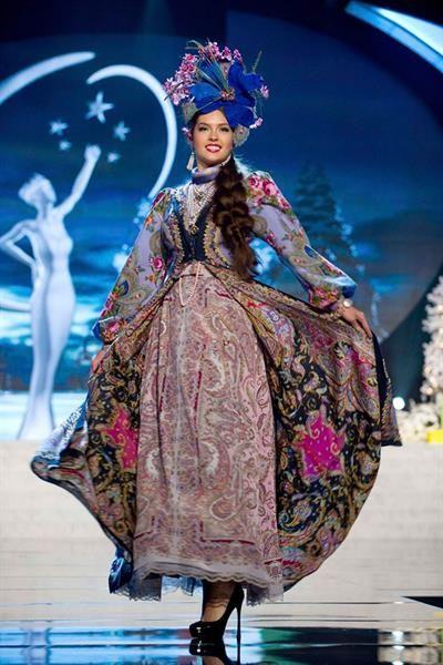 Русский национальный женский костюм для конкурса красоты