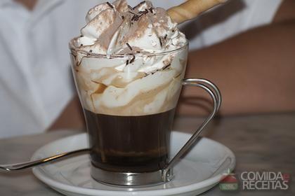 Receita de Café Irlandês em receitas de bebidas e sucos, veja essa e outras receitas aqui!