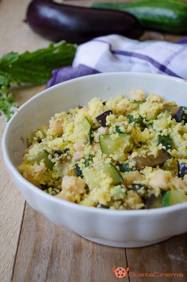 Cous cous con ceci tonno e verdure un primo piatto, gustoso, saporito e profumato. Perfetto da gustare freddo in spiaggia.