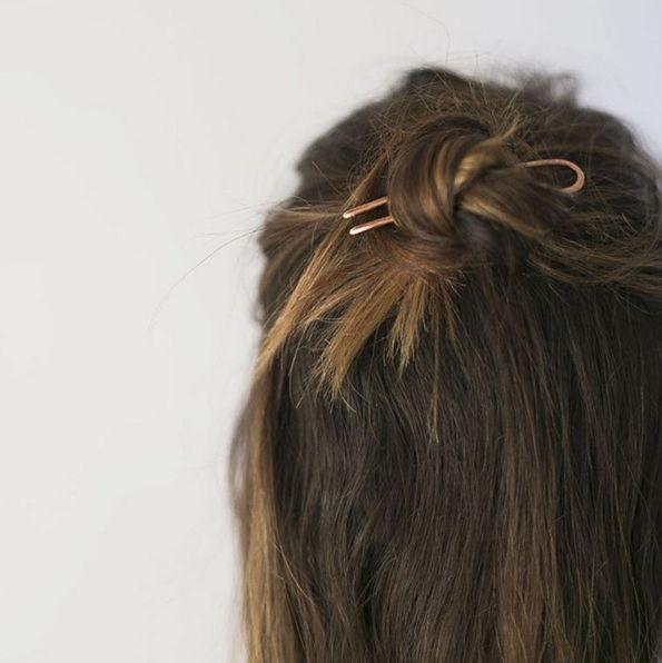 best 25 messy bun wedding ideas on pinterest messy bun. Black Bedroom Furniture Sets. Home Design Ideas
