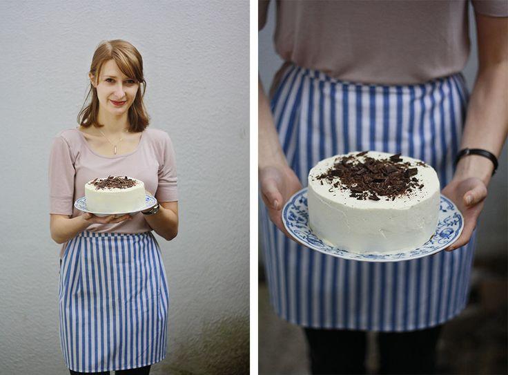 Upéct dort je práce nelehká, ba přímo komplikovaná, řekla bych. A tak jsme dneska pekli, fotili a sepisovali všechno, co o dortech víme. Ať to máte po ruce, až se taky pustíte do pečení.
