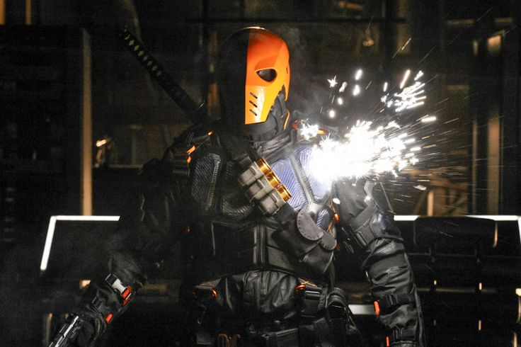 Directed by Jesse Warn. With Stephen Amell, Katie Cassidy, David Ramsey, Willa Holland. Oliver, Canary, Diggle, and Felicity return to the lair and find Slade waiting for them. An epic battle breaks out and one member of Team Arrow is sent to the hospital. Thea hits her breaking point, but just as Oliver is about to reach her, Slade intervenes and Oliver is faced with a choice - his battle with Slade or his family. Meanwhile, Laurel struggles with a new secret.