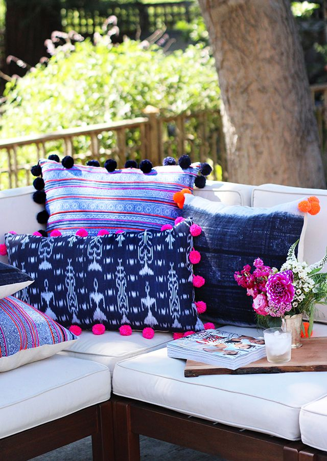 DIY: pom pom pillows