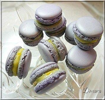 Most épp macaron mániában szenvedek. Egészen elbűvöltek ezek a színes, apró sütemények. Olyan gyönyörűek ésolyanfinoma...