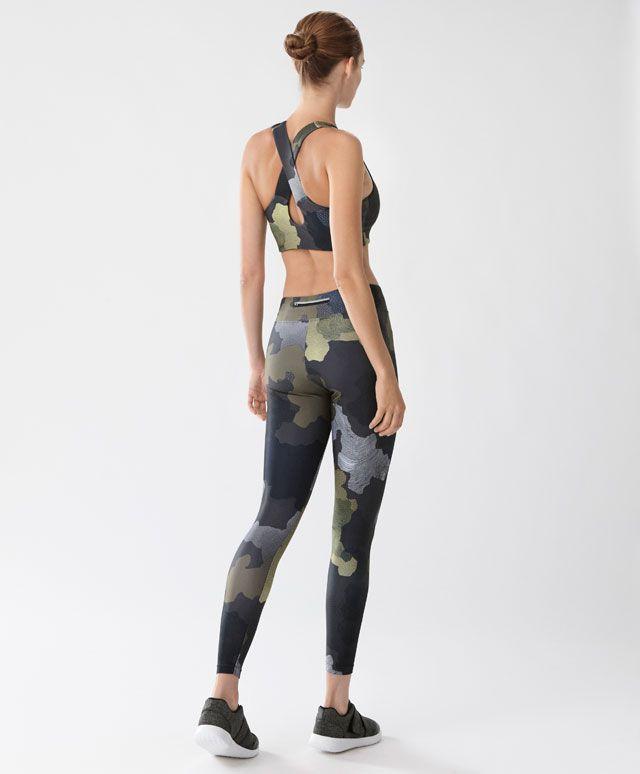 Legging 7/8 camouflage - Gymwear - Dernières tendances Automne Hiver 2016 en mode femme chez OYSHO online : lingerie, vêtements de sport, pyjamas, bain, maillots de bain, bodies, robe de chambre, accessoires et chaussures.