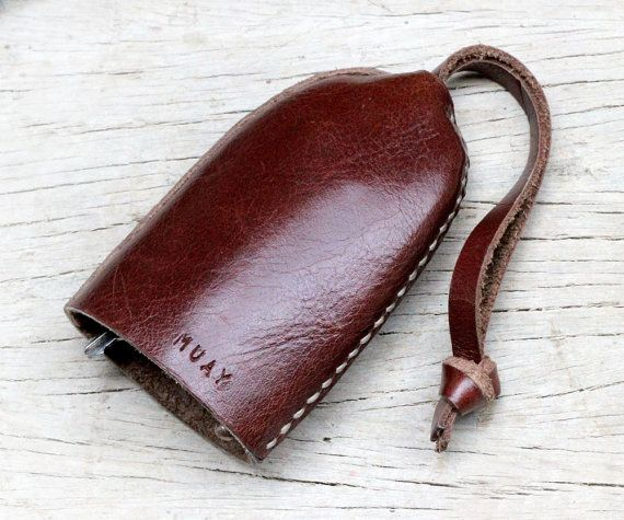 This bell keys holder made from grade A genuine cow leather 100%. Hand stitching with gray wax cord all of process.    You can put about 1-10 keys