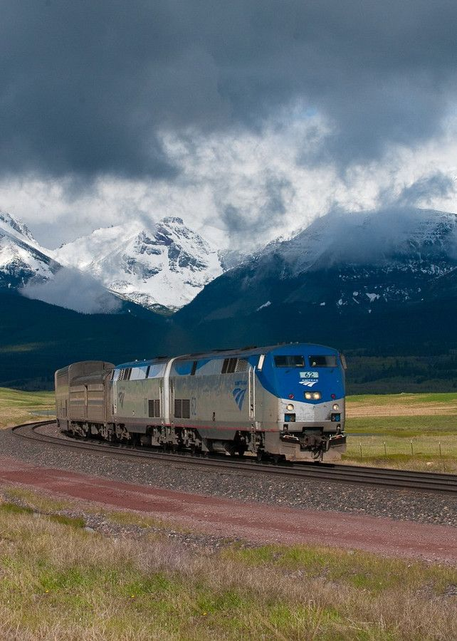 amtrak train empire builder, leaving glacier national park summer