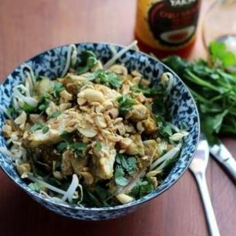 Lauwwarme Thaise salade met Original Spices Green Curry-kip.