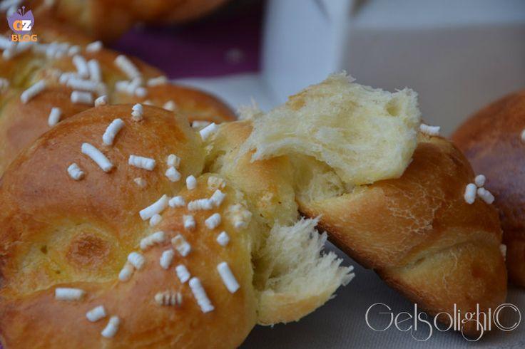 Brioche Fior di latte con lievito madre, una ricetta imperdibile del blog Fables de sucre, delle soffici brioches da farcire a piacere.