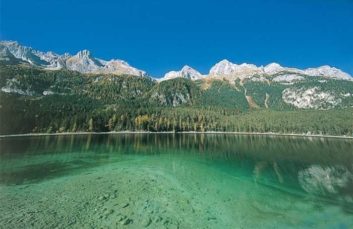 Lago di Tovel, un lago di origine glaciale in Val di Non