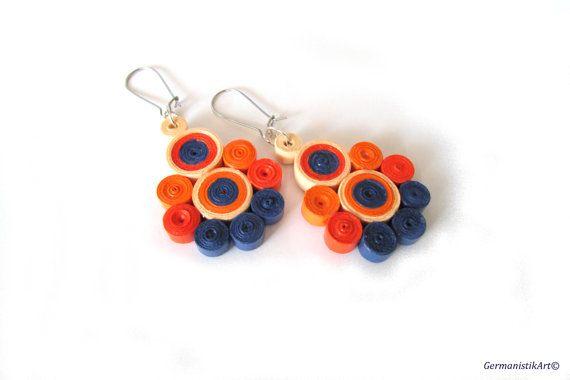 He encontrado este interesante anuncio de Etsy en https://www.etsy.com/es/listing/175624469/quill-paper-earrings-orange-dangle
