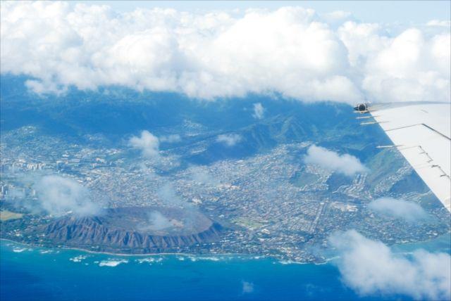 飛行機は通路側に座ると損!夢の島ハワイ上空から見えるワクワクする景色たち - ツイナビ | ツイッター(Twitter)ガイド