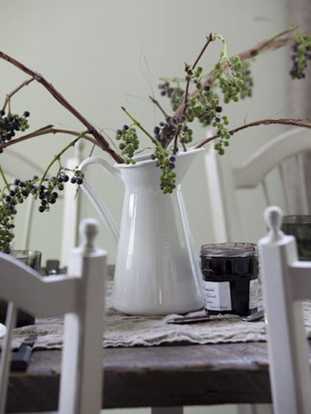 Rustic & Simple Centerpiece Idea |photo Monic Richard |stylist Nicola Marc | House & Home