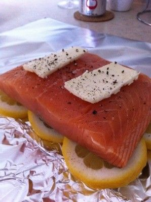 Tin foil, lemon, salmon, salt, peper, butter– Wrap it up tightly and bake for 25 minutes at 300 °