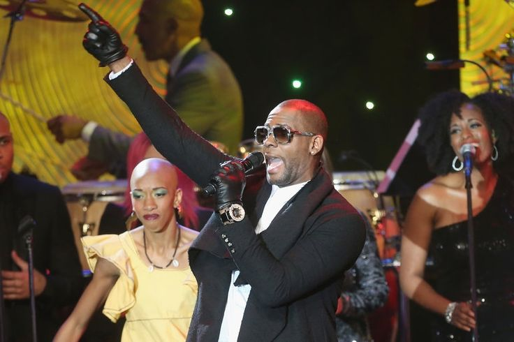 R. Kelly, T.I. and Future Join Chris Brown and Trey Songz Onstage During ... Chris Brown #ChrisBrown