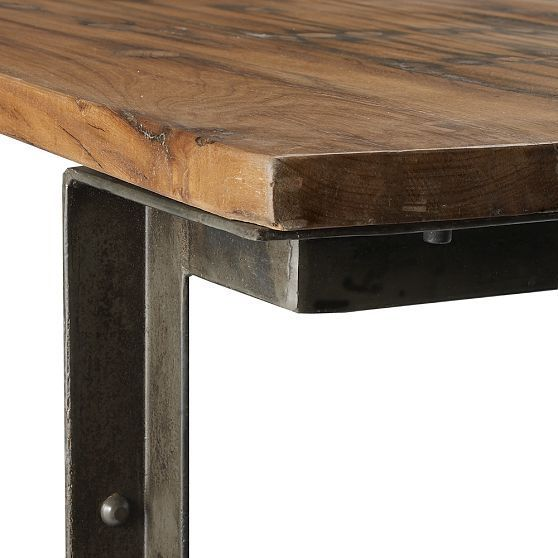 Dining Table Detail: