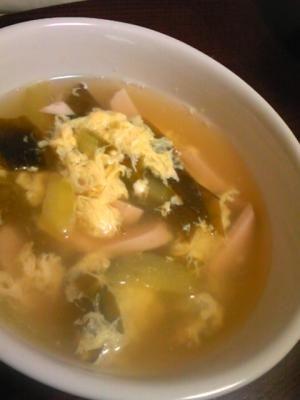 ★★ これね意外と美味しいよ。私はご飯入れて雑炊にしたけどばくばく食べちゃった(笑)。だけど星3にするほどではないかな。 キュウリの中華スープ☆ふわふわ卵入り
